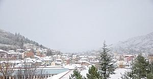 Bozüyük'e mevsimin ilk karı yağdı