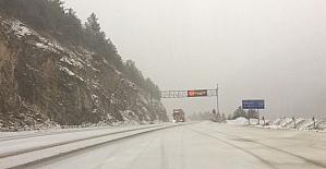 Doğu Karadeniz'de sahil kesimlerinde fırtına, yüksek kesimlerde kar yağışı
