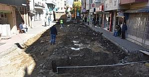 Edremit'te Çayiçi Caddesi yenileniyor