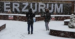 Elazığ'a mevsimin ilk 30 cm'lik karı yağdı
