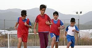 Geleceğin futbolcuları Bozyazı'da yetişiyor