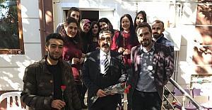 Gezer'den öğretmenlere jest