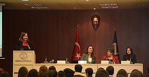 """""""Kadına Yönelik Şiddetin Toplumsal Yüzü"""" Anadolu Üniversitesi'nde ele alındı"""