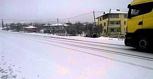 Kargı'ya mevsimin ilk karı düştü