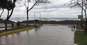Kastamonu'da dev dalgalar sahili talan etti