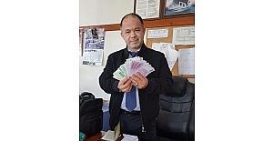 Kooperatif Başkanı para dolu çantayı sahibine ulaştırdı