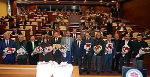 Öğretmen meclis üyelerine çiçekli kutlama