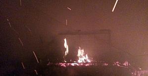 Rüzgarın etkisiyle büyüyen yangında 8 itfaiyeci dumandan etkilendi