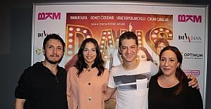 """""""Sen Kiminle Dans Ediyorsun"""" filminin İzmir galası yapıldı"""