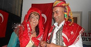 Türkmen usulü ''Görücü usulü kız isteme'' oyununu sahnelediler