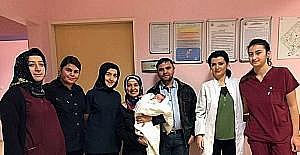 Yemek borusu olmadan doğan bebek başarılı operasyonla hayata tutundu