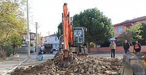 Yol yapım çalışmaları Hacı Ahmet Mahallesinde devam ediyor