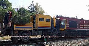 Yük treni bakım aracı ile çarpıştı: 3 yaralı