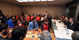 Bakan Arslan, Kars 36 Spor'u ziyaret etti