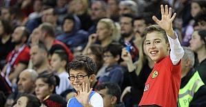 Eskişehir Basket, Trabzonspor maçına minik taraftarlar damga vurdu