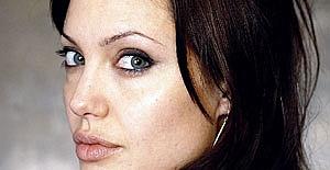 Angelina Jolie#039;ye çok üzücü...