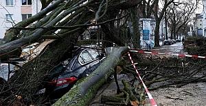 Fırtına Hollanda ve Almanya'yı vurdu