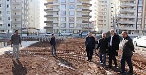 Başkan Demirkol, Karşıyaka'daki park yapım çalışmasını inceledi