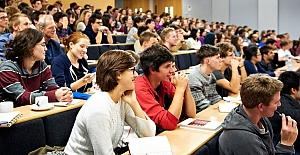 Üniversiteler krallığa dönüştürülmemeli
