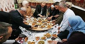 Erdoğan iftar sofrasına konuk oldu