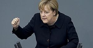 Merkel açık açık tehdit etti