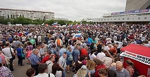 Rusya'da halk sokağa döküldü
