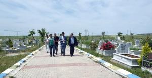 Başkan Sarıkurt mezarlıkları inceledi