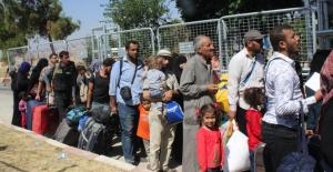 Bayram öncesinde 11 bin Suriyeli ülkesine geçti