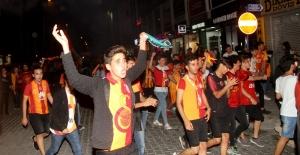 Fethiye'de binlerce kişi sokaklara döküldü