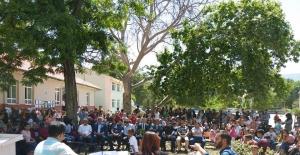 Gelendost'ta ilk ve ortaokullulardan bahar şenliği