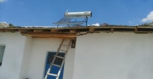 Kuvvetli rüzgar çatıları uçurdu