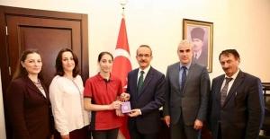Türkiye birincisi öğrenciye validen altın