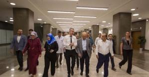 Vali Demirtaş, Adana Şehir Hastanesi çalışanlarıyla iftar yaptı