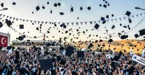 Batman Üniversitesi'nde mezuniyet coşkusu