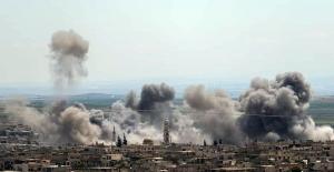 Esed İdlib'e hava saldırıları düzenliyor