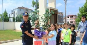 Öğrencilerden karakol ziyareti
