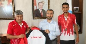 Başkan Say, milli atlet Değer'i tebrik etti