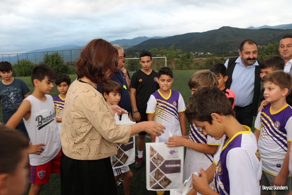 Başkan Köse yaz spor okullarındaki öğrencilerle bir araya geldi