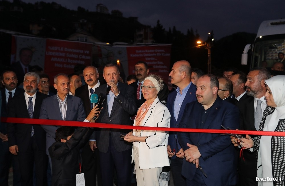 Cumhurbaşkanı Erdoğan, Araklı'da restoran açılışına katıldı