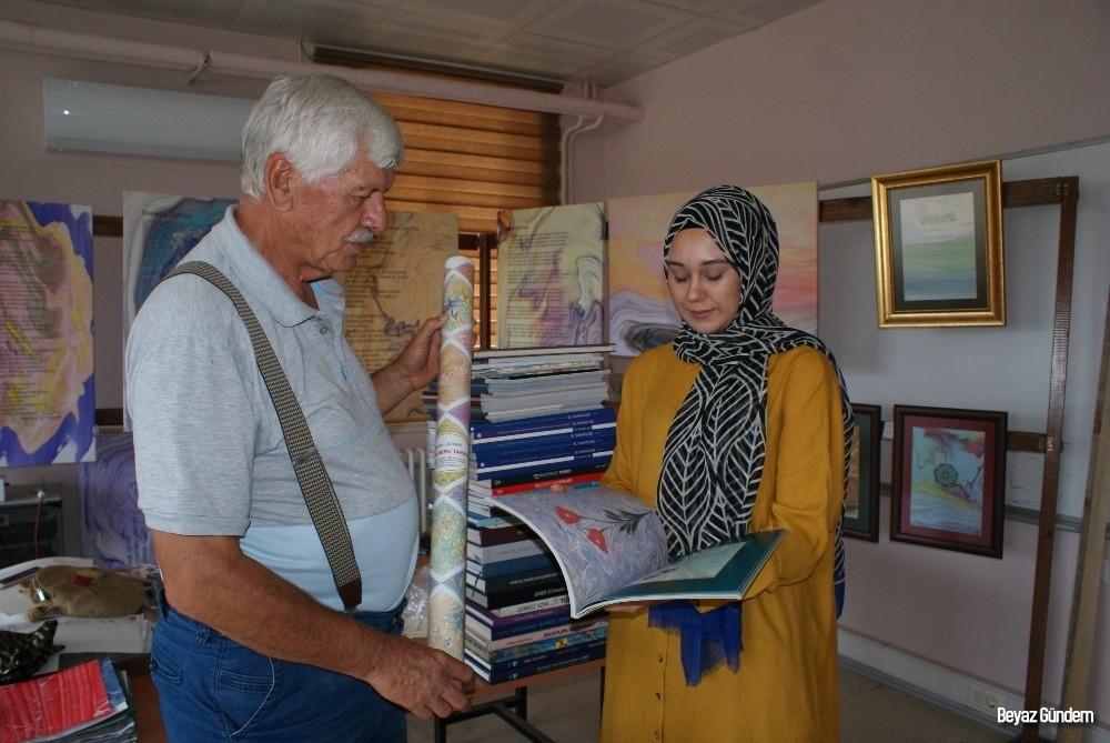 Ebru sanatçısı Şimşek'ten kalfasına anlamlı hediye