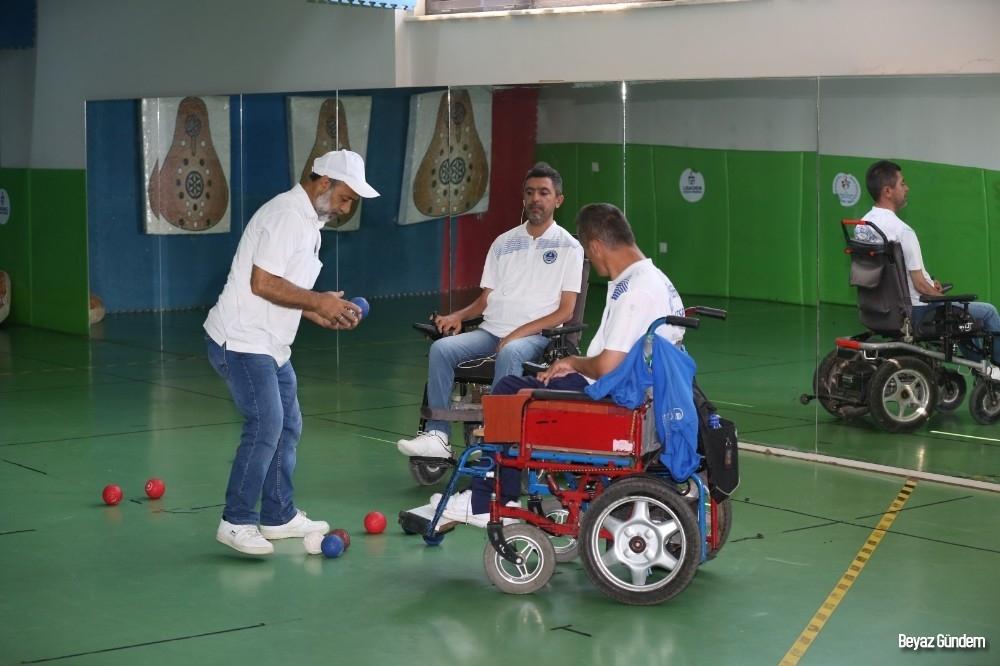 Engelleri aştılar, 2020 Olimpiyatlarına hazırlanıyorlar