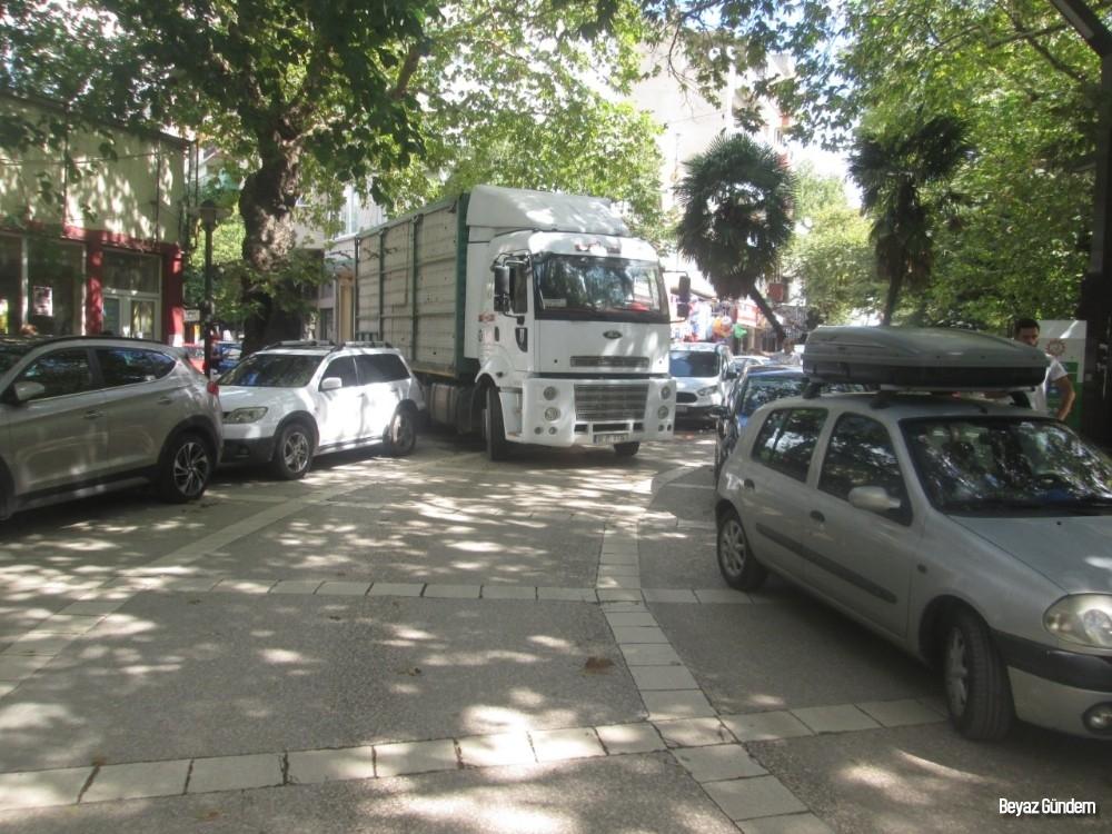 Erdek'te trafik keşmekeşi