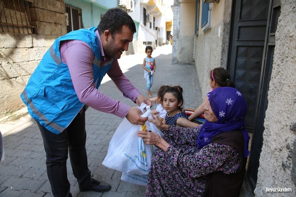 Haliliye'de ihtiyaç sahibi ailelere gıda yardımı