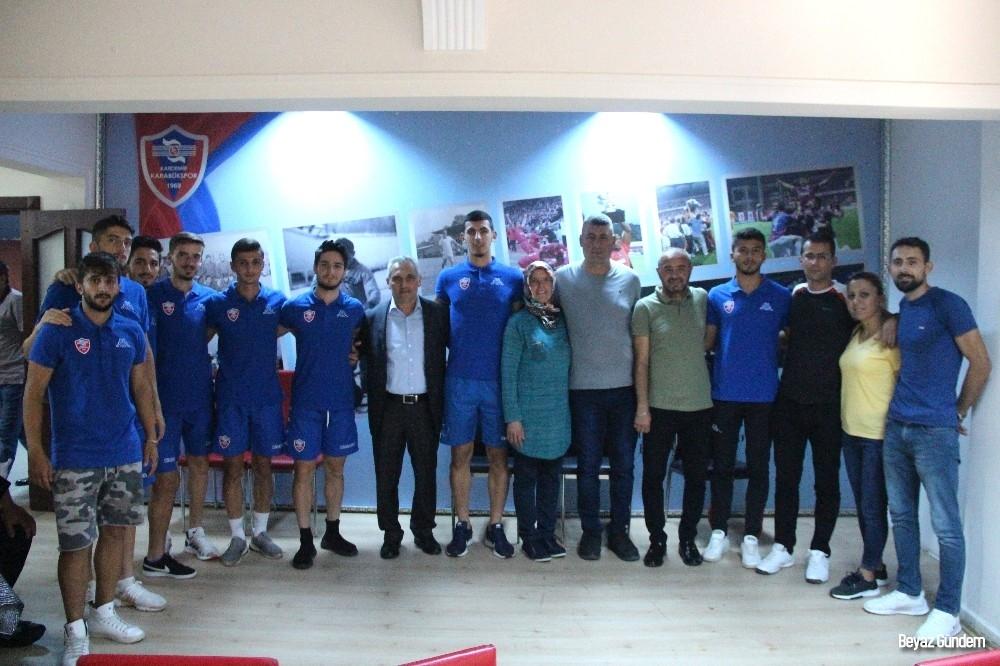 Karabükspor'da 8 alt yapı oyuncusu profesyonel oldu