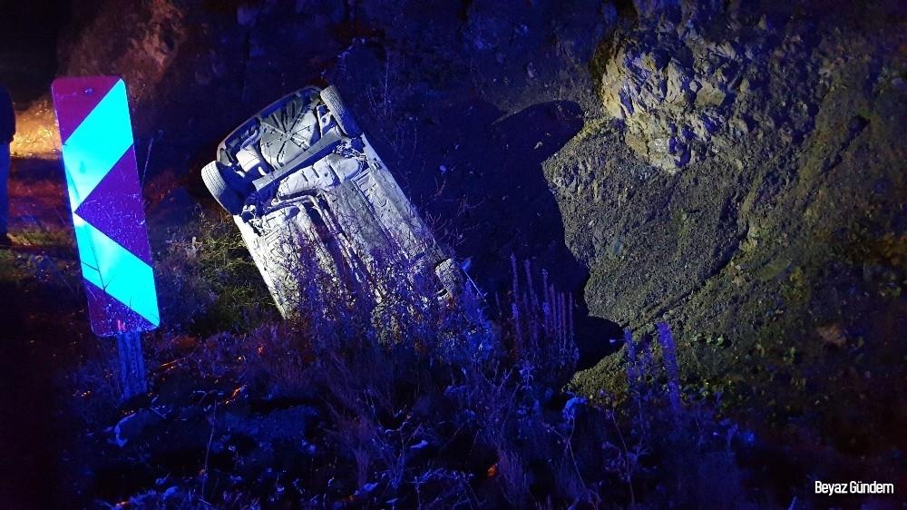 Kastamonu'da Ilgaz Dağı geçidinde otomobil dereye uçtu: 2 yaralı