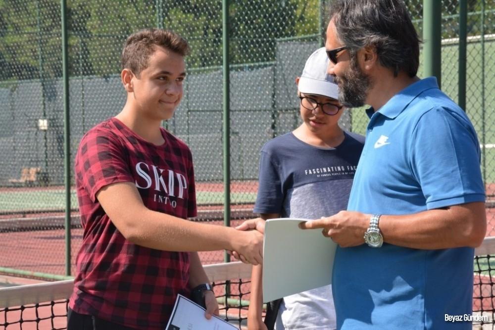 Minik tenisçiler sertifikalarını aldı