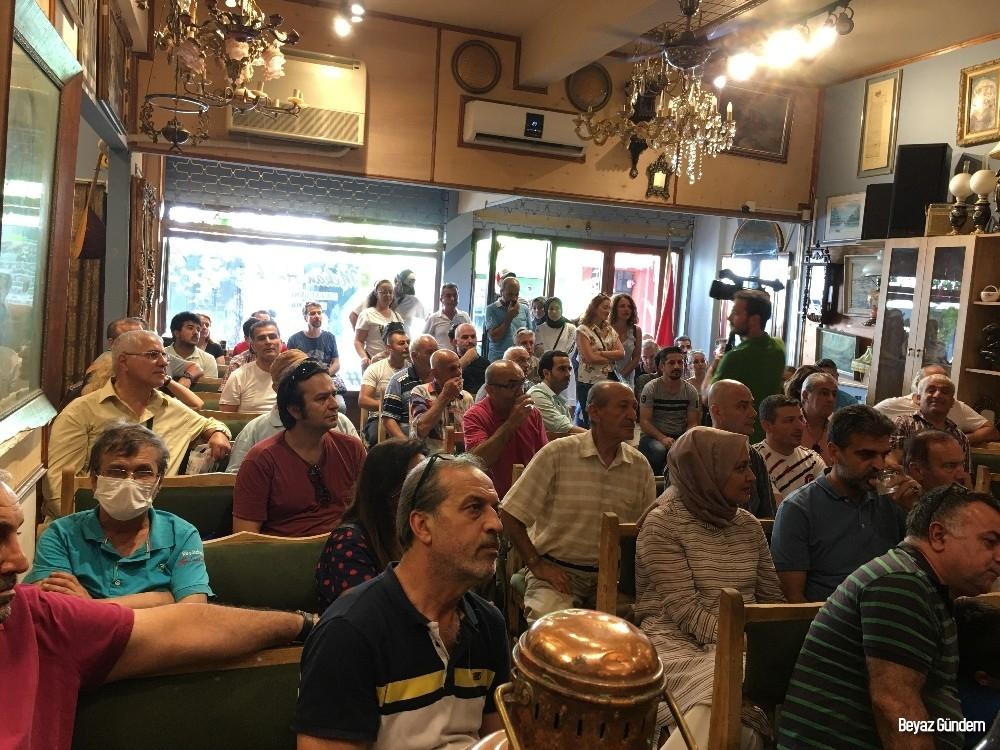 (Özel) Balat'ta halk mezatına yoğun ilgi