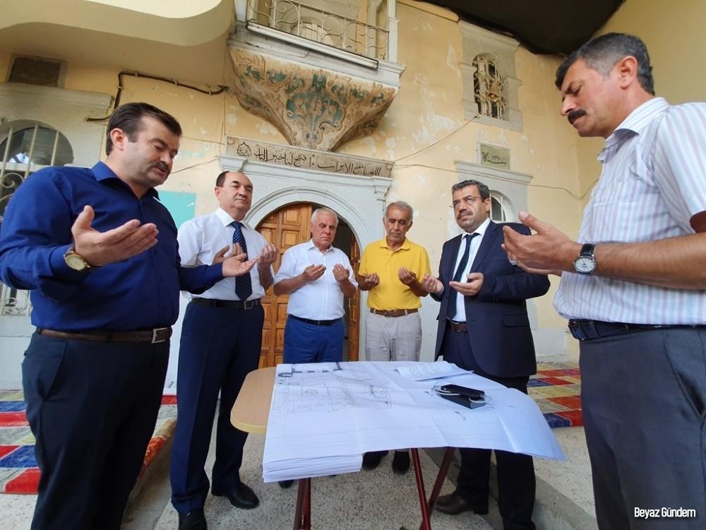 Tarihi camide restorasyon çalışmaları dualarla başladı