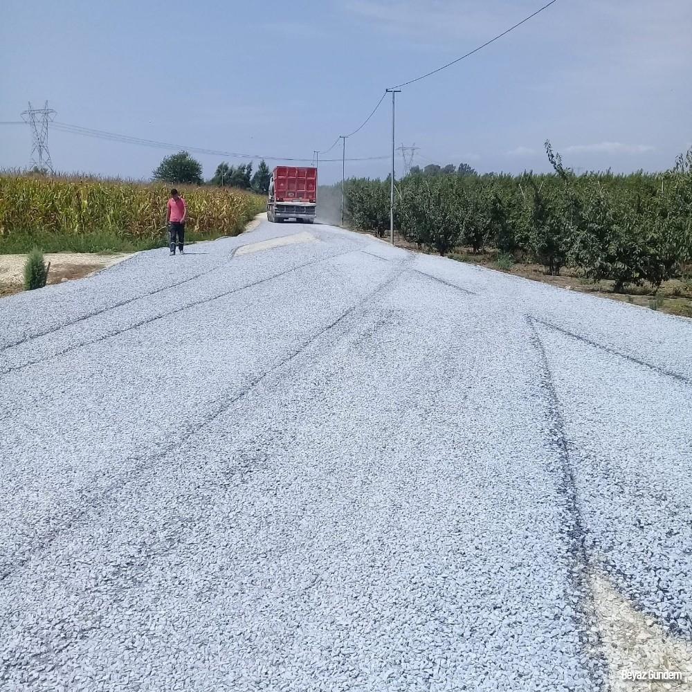 Tarsus'ta 18 mahalle yolunda asfalt ve parke çalışması