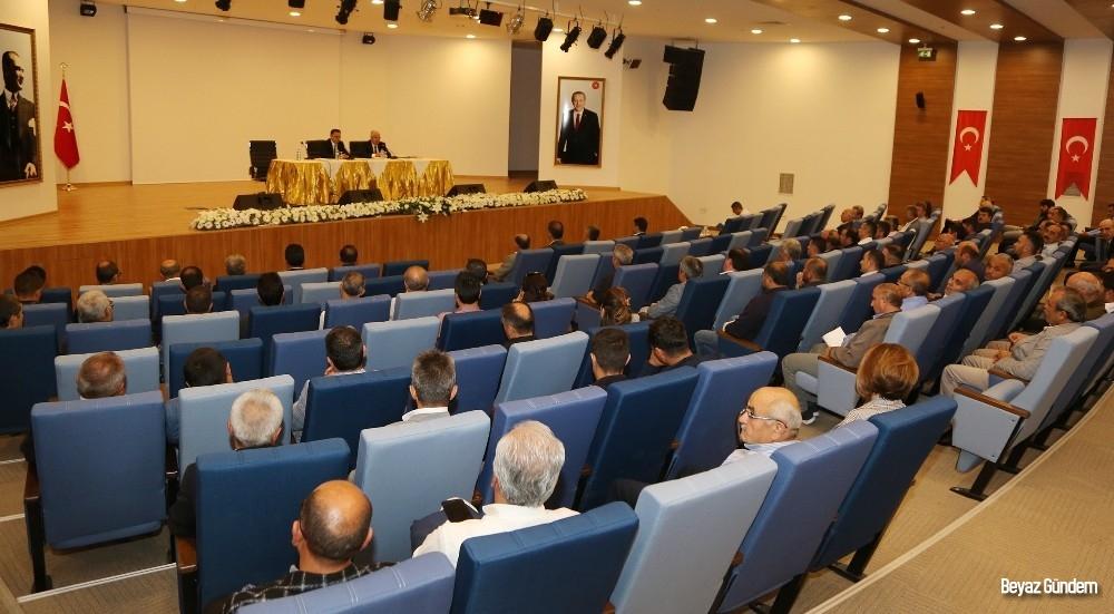 Vali Çakır, okul aile birliği başkanlarıyla toplantı yaptı